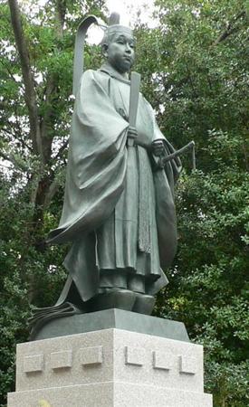 玉造稲荷神社の境内に建てられた秀頼の銅像