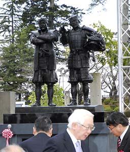 上杉神社に建立された「天地人」像