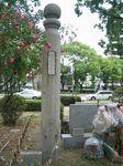 第一県女が在った旧所在地に建てられた正門の門柱