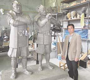 新井浩さんが制作している景勝・兼続主従の銅像の粘土原型